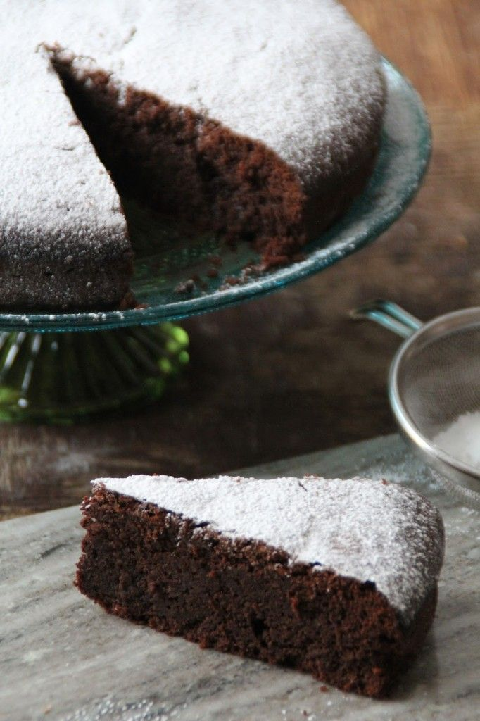 Chocolate cake with a hunt of clementine