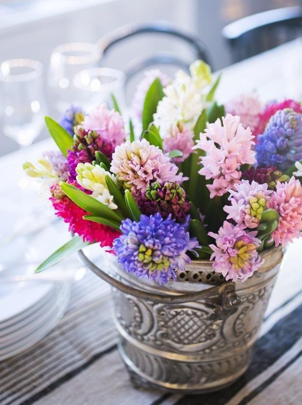 Kymmenen vinkkiä jouluisiin kukka-asetelmiin. 10 christmas flower tips.   Unelmien Talo&Koti Kuva: Satu Nyström