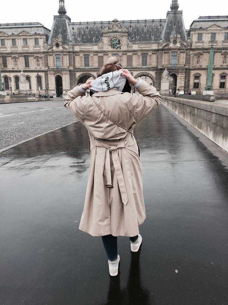 #supreme#supremegirl#supremeoutfit#ootd#paris#rainyparis