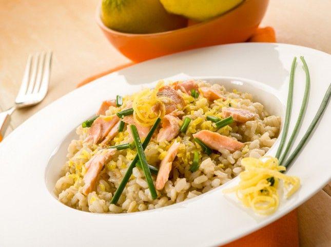 Riso con salmone, parmigiano e kefir di latte http://www.unadonna.it/ricette/riso-salmone-parmigiano-e-kefir-di-latte/15091/