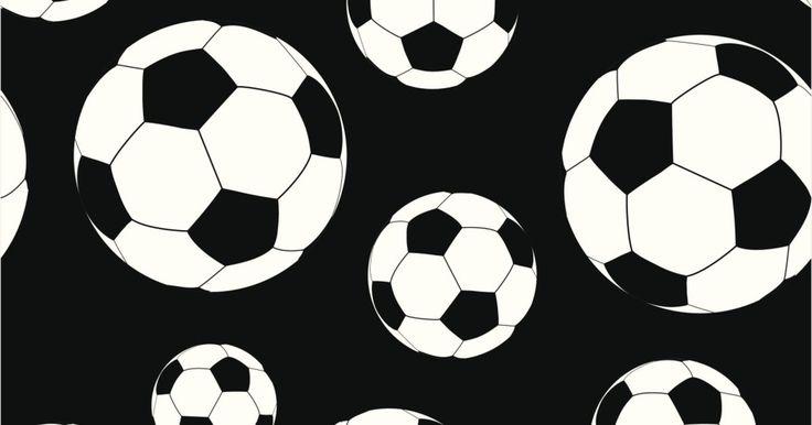 Información básica sobre el fútbol. El soccer es llamado fútbol en la mayoría de los países, a excepción de los Estados Unidos, y lo juegan más de 265 millones de personas alrededor del mundo desde el 2006, de acuerdo con la Federation Internationale de Football Association (FIFA), la organización internacional que regula este deporte. La Copa Mundial es el principal evento del ...