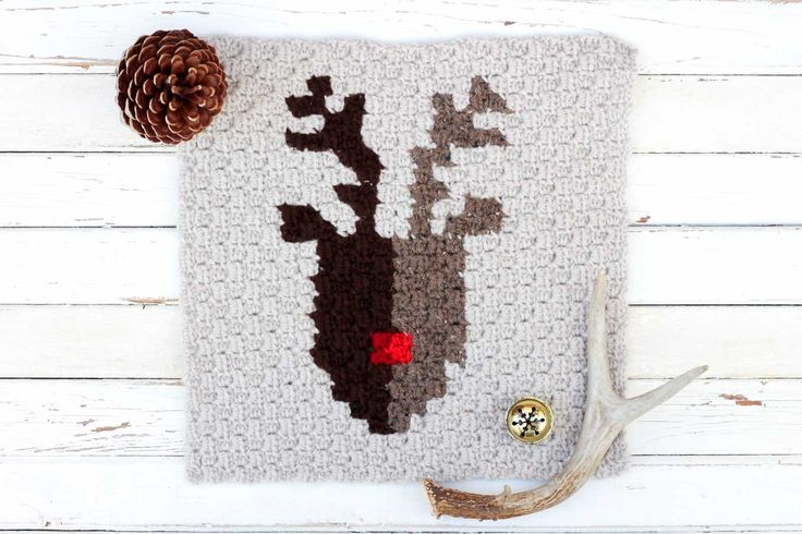 This free pattern for a corner to corner crochet reindeer graph is perfect as part of a Christmas afghan, but also works on its own as a festive pillow square.