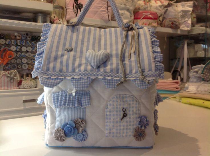 Classer dans sac à langer car on peut y ranger les couches dans la chambre de bébé
