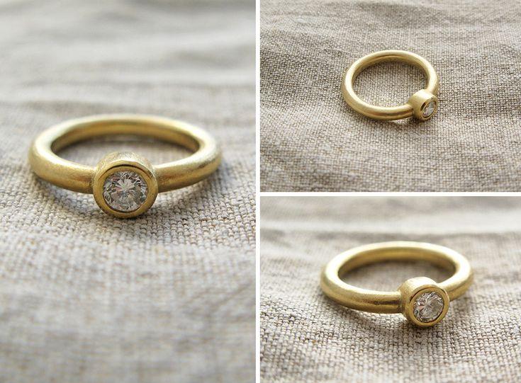 Modern gold ring with diamond, engagement ring / złoty pierścionek z brylantem, pierścionek zaręczynowy, minimalizm, matowe złoto yuvel.pl