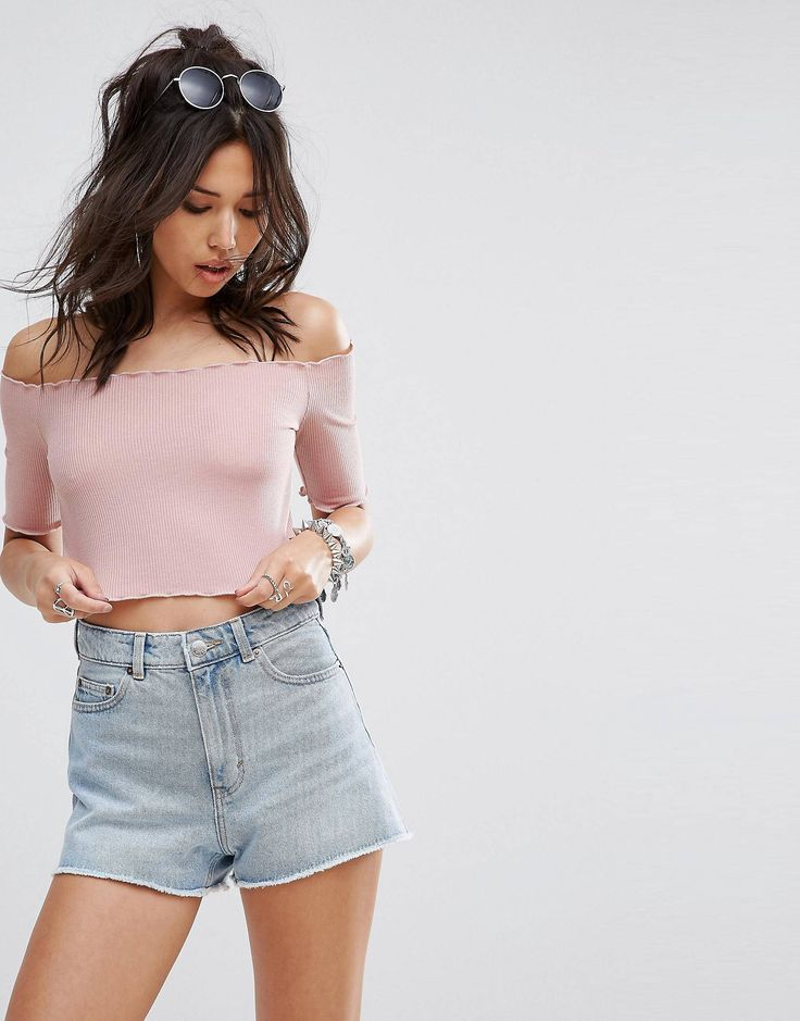 Pritty little thing, cropped top