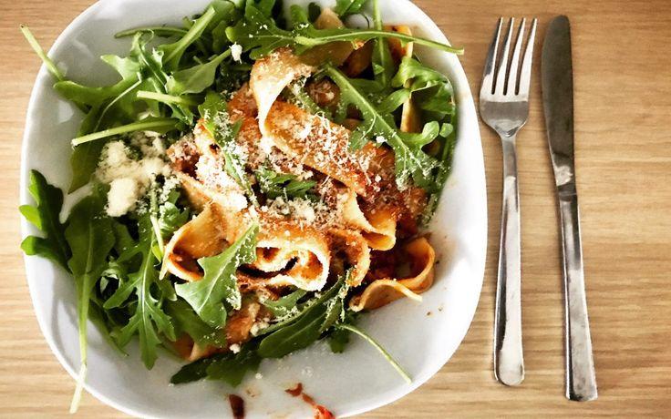Snabbmat: Tonfiskpasta i tomatsås med ruccola