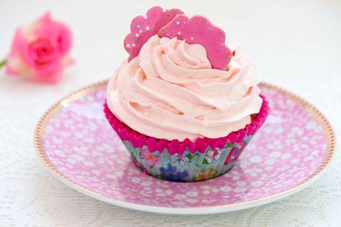 Prinsessa Cupcake sopii pienen prinsessan synttärijuhliin täytekakun tilalle. Leivo jokaiselle oma pikkukakku!