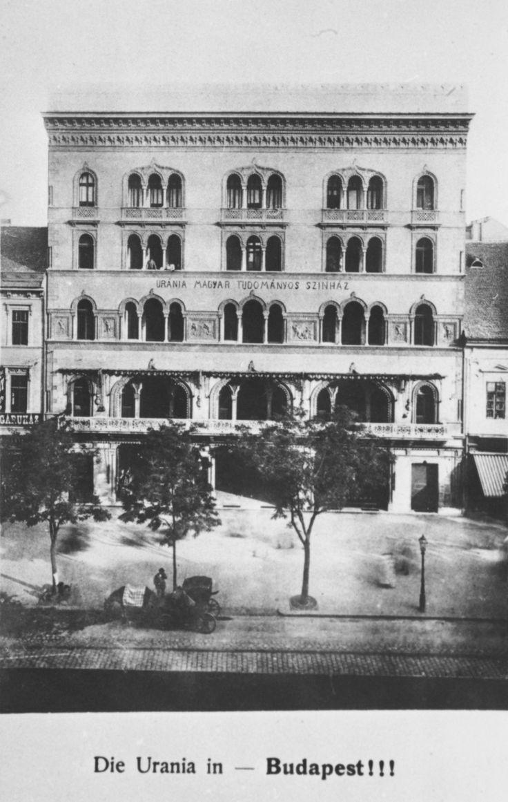 Az Uránia épülete, amelyet az 1890-es évek közepén építettek - Forrás: urania-nf.hu