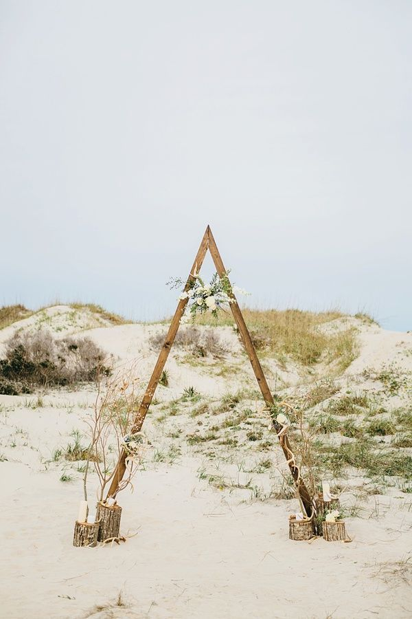 Minimalist ceremony arch for alternative modern beach wedding
