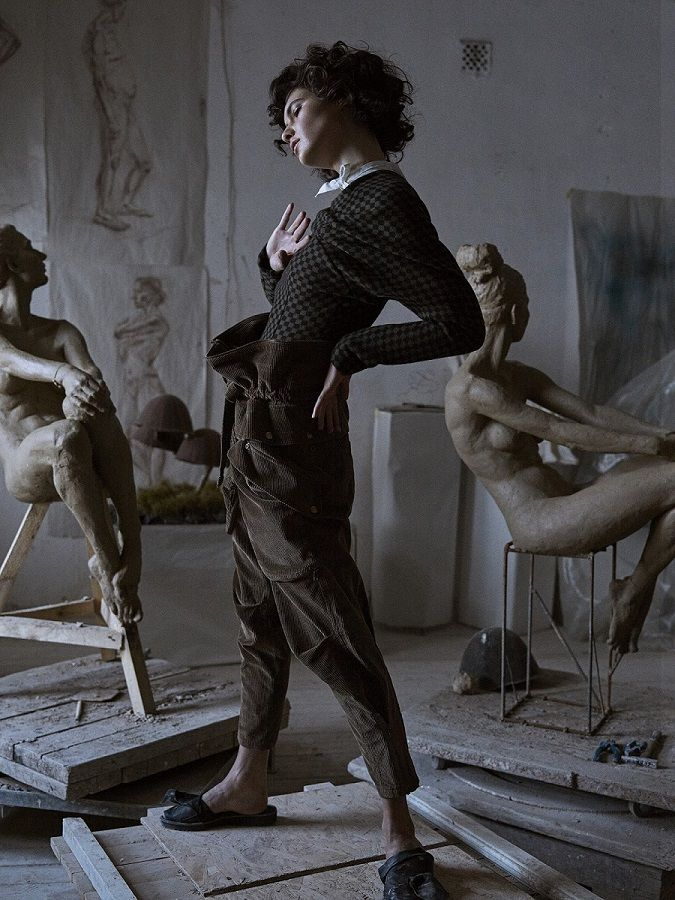 Iana Godnia in sculpture studio