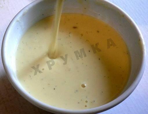 СУХАРНЫЙ СОУС С ФОТО                              Один из прекраснейших рецептов ирландской кухни! Молоко425  Лук1  Гвоздика6 шт. Хлеб 110  Соль по вкусу Перец по вкусу Лавровый лист1  Сливочное масло25  Мускатный орех 1