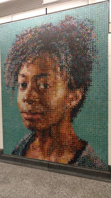 "Portrait of Kara Walker. Chuck Close.""86th Street"" station. NYC (Чак Клоуз. Портрет Кари Волкер. Станція метро ""86th Street"". Нью-Йорк)"