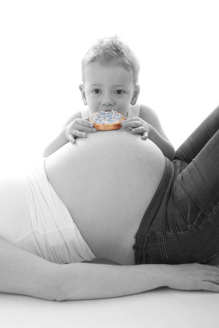 Uiteindelijk werd het een zusje, maar de foto is zo cute! #zwangerschapsshoot http://www.lonnekefotografie.nl/fotos/zwangerschap/