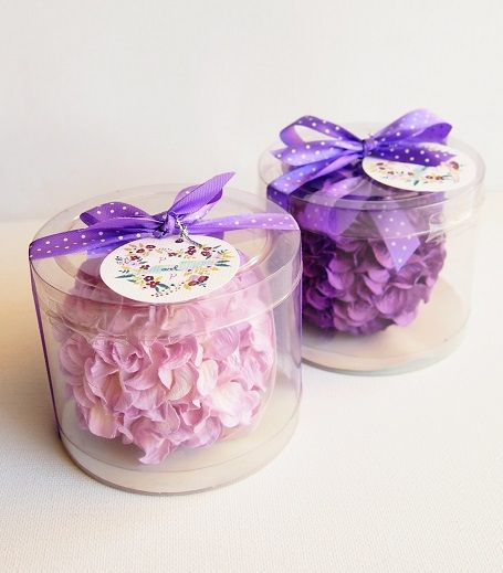 Flower Ball Wedding Favors | sodazzling.com