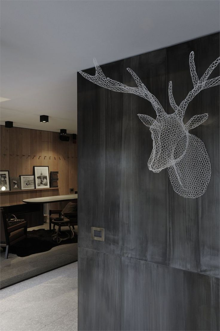 Eden Hotel - I want a chicken wire dear head!
