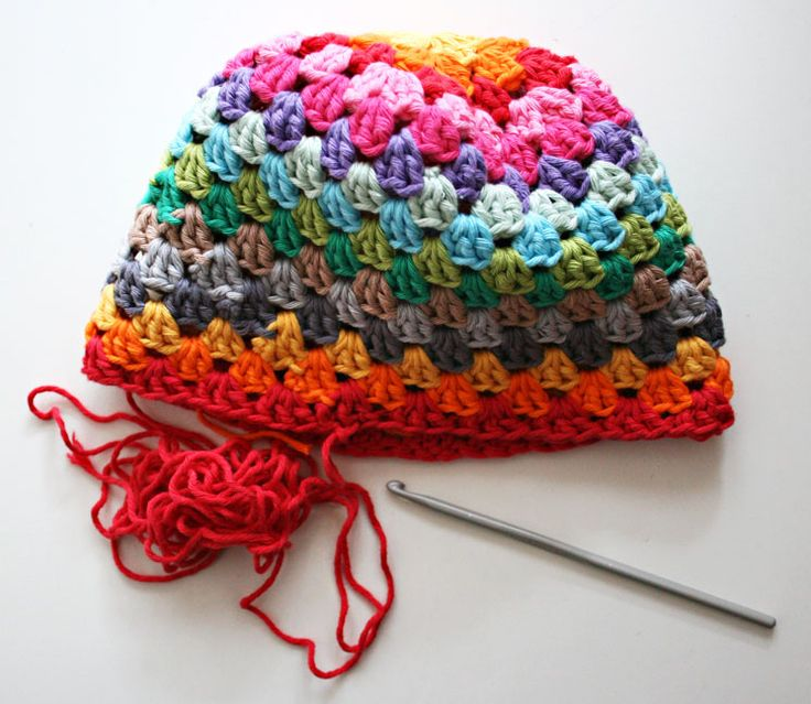 Rainbow Beanie Granny Square Hat free crochet pattern and tutorial ❥Teresa Restegui http://www.pinterest.com/teretegui/❥