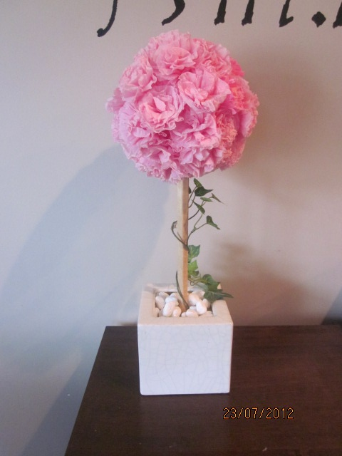 Roses made from strips of crepe paper, glued onto a styrofoam ball and then onto wooden dowels.  Place it into a nice little vase..and there's a pretty handmade centerpiece!