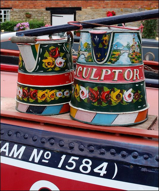 Traditional canal boat art by Baz Richardson, via Flickr  www.canalrivertrust.org.uk