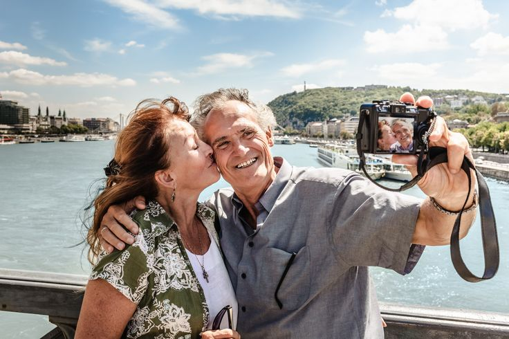 https://www.biphoo.com/article/dating/senior-singles-dating-is-online-dating-the-answer-for-seniors.html