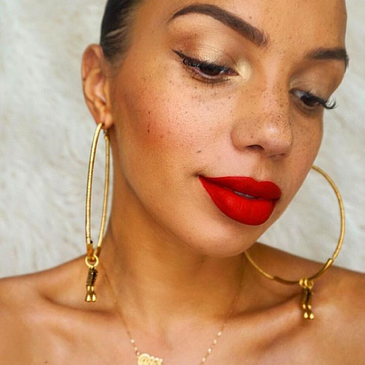 @ charmsie Wearing @smashboxcosmetics liquid lipstick in Bawse + @shop.sol earrings #CharmsieStyle #smashbox