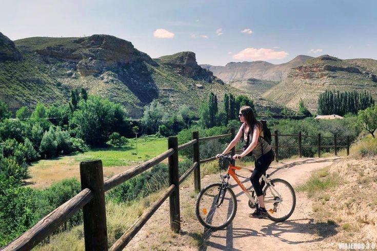 ¿Te vienes de ruta por el Valle del Alhama? Descubriremos preciosos paisajes calizos y pueblos con mucho ecanto a través del Camino Verde del Alhama. Tenerife, Places To Go, Spain, Mountains, Nature, Travel, Bicycles, Mtb, Portugal