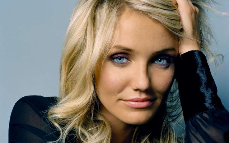 Today's mixed chick of distinction is Cameron Diaz. Born in San Diego and raised in Long Beach, California, Cameron's mother is German and English lineage while her father is of Cuban ancestry. She got her start in the world of entertainment as a model when she signed with Elite Model Management. After a few years of modeling, she made her move into the world of film. Her major motion picture debut was as the romantic lead in The Mask, starring Jim Carrey.