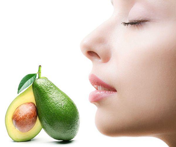El aguacate es una fruta que, además de ser deliciosa para acompañar diversos platos, es también conocida por sus beneficios para la salud y belleza gracias a sus innumerables nutrientes esenciales. CONOCE AQUÍ SUS MUCHOS BENEFICIOS!
