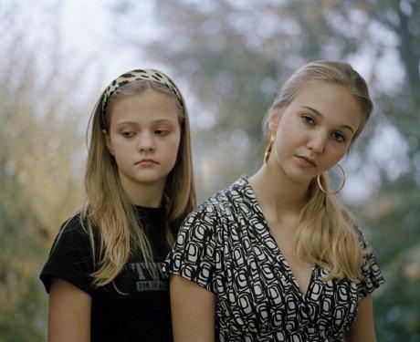 Sarah Mei Herman - work looking at relationships between siblings - use of pose/posture. Lighting - facial expression.  http://www.sarahmeiherman.nl/