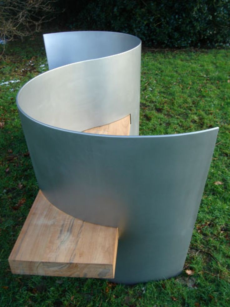S seat designed by Ian Ritchie