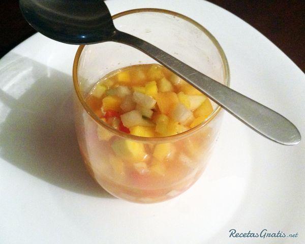 Aprende a preparar salpicón de frutas con esta rica y fácil receta.  El salpicón…