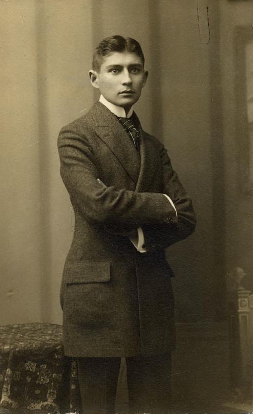 Franz Kafka. AU sanatorium de Kierling, près de Vienne, il meurt à l'âge de 40 ans le 3 juin 1924,  Dora Diamant à ses côtés. Son corps est ramené à Prague, où il est enterré le 11 juin 1924 dans le nouveau cimetière juif du quartier de Žižkov