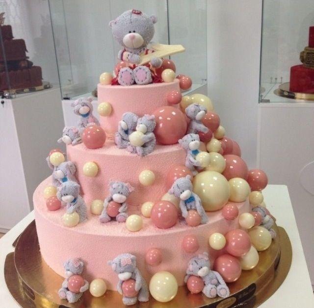 amazing teddy bear cake with chocolate decor
