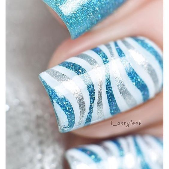 How gorgeous is this nail art by @i_annylook using our Ultra Holo, Float On?! #ILNPFeature