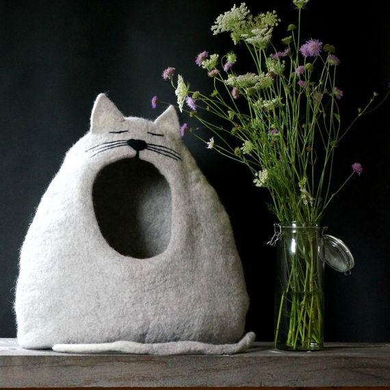 100 % wool and handmade felt cat cave. I make cat cave from natural wool. Felting pet house I use only soap and water. In this cat house pet will feel safe and cat cave has a tail which will serve as pet toy.  SIZE:  Deep: approximately 30 cm (11.8 inches) Width: approximately 46 cm (18.11 inches) Height approximately: 60 cm (23.62 inches)  COLOR: Cat bed/puppie house you can choose color. If you want other color, such cat bed or have other wishes please contact with me and we together will…