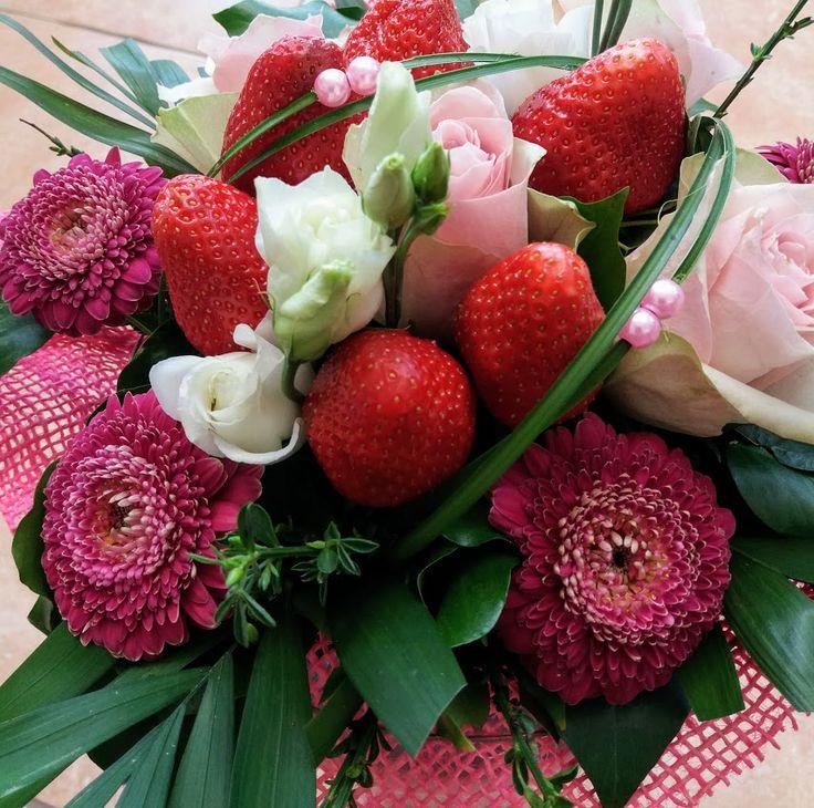 Tavaszi huncutság. Epres csokor. Strawberry bouquet for the spring