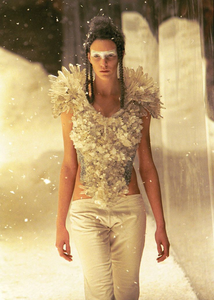Hannelore Knuts at Alexander McQueen F/W 1999-2000, The Overlook.
