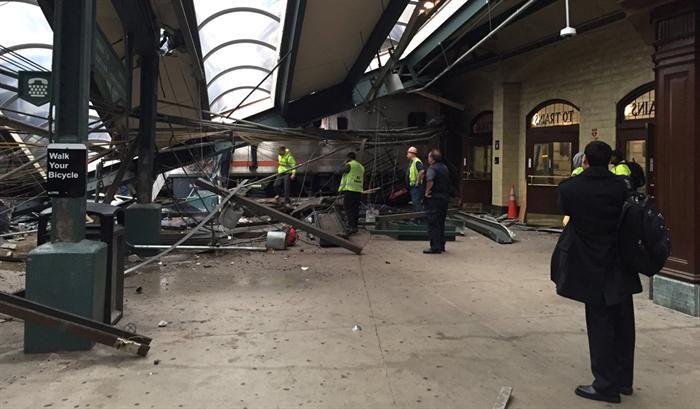 Comboio choca contra estação ferroviária em Nova Jérsia. Vários feridos