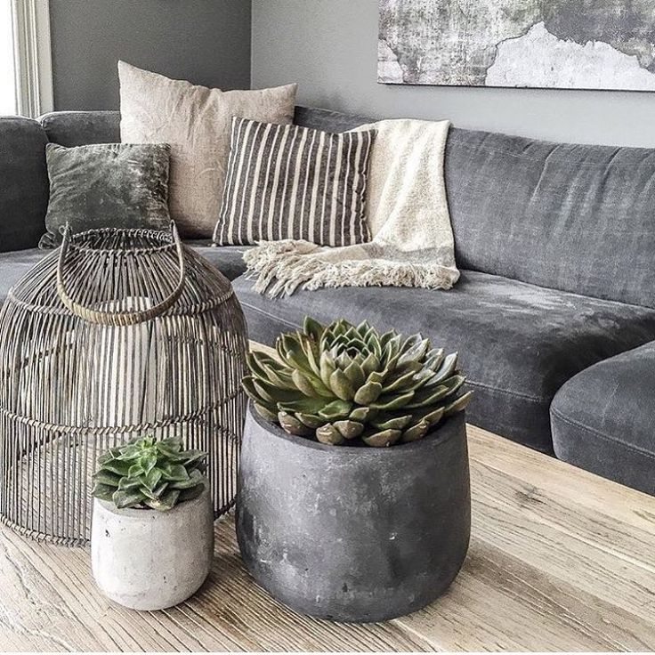"""Fridayfeeling - on a Thursday! @bonaturlig Sofa/bord fra @bohusgjovik @bohusnorge Potter fra @homeandcottagenorge Pledd fra @hm_home Puter fra…"" ~ETS #beachhouse"