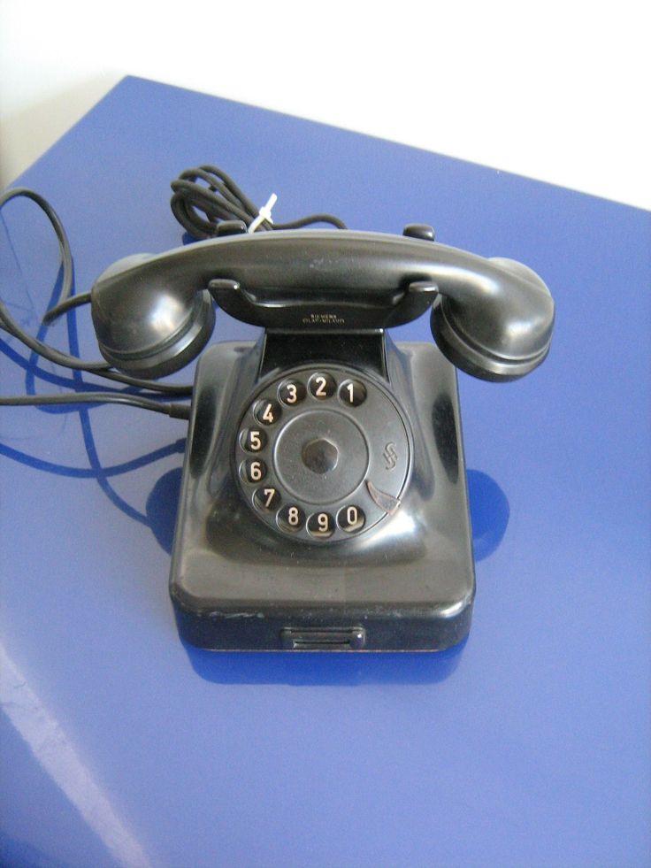 Vecchio telefono in bachelite