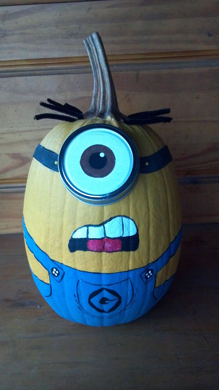 A Minion pumpkin my daughter created for Halloween!!