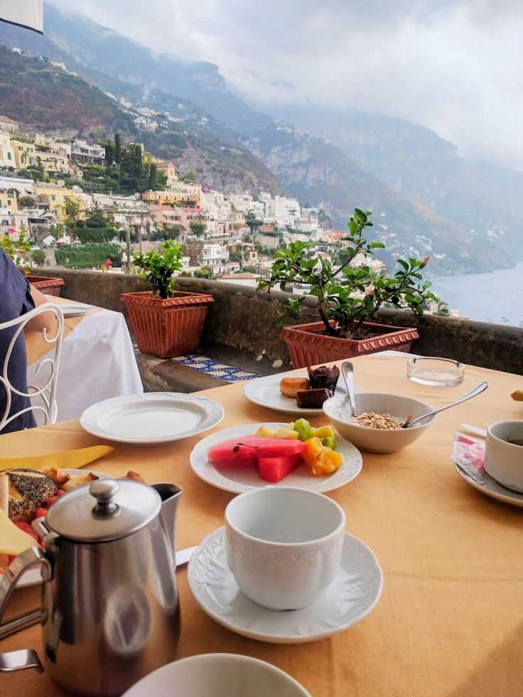 Ciao Bella - The Amalfi Coast - The dose of pretty Most Romantic Places, Beautiful Places, Vacation Destinations, Vacation Trips, Positano Beach, Italy Culture, Italian Dining, Italy Fashion, Italian Pasta