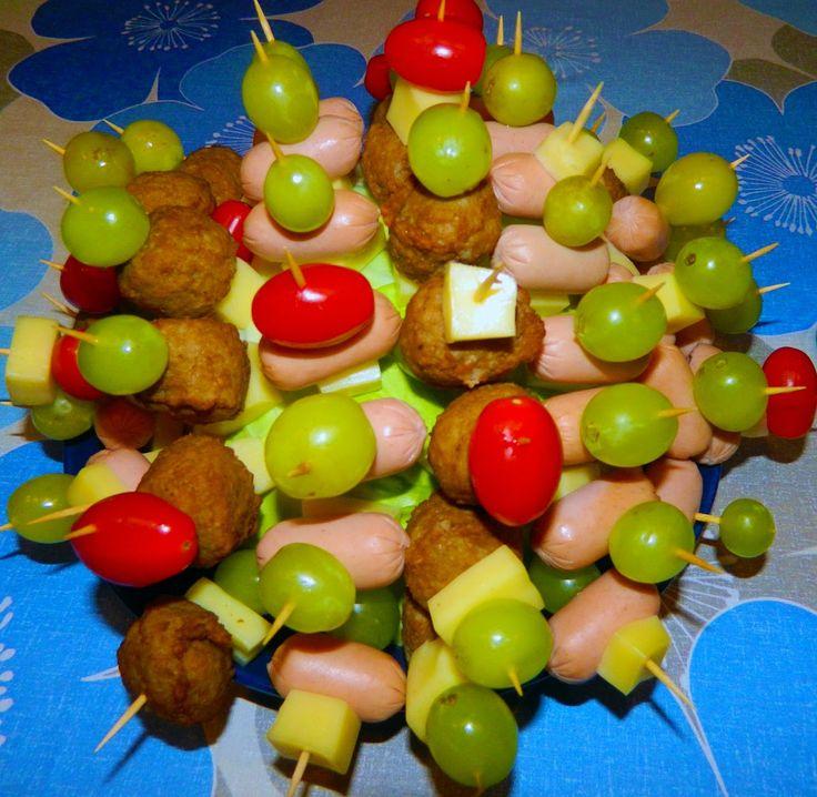 Spiedini finger Food! Scopri di più sul blog e..buon divertimento!http://cucinaerealta.blogspot.it/2014/12/spiedini-finger-food.html