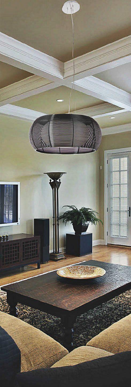 Lampa wisząca Zuma Line Tango wykonana jest z aluminium. Jej unikatowy kształt i budowa idealnie będą pasować do designerskich wnętrz i aranżacji.