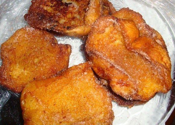 Na casa de muitos Madeirenses, para aproveitar o pão que já estava muito duro, faziam-se as douradas. Dourada é o termo madeirense para rab...