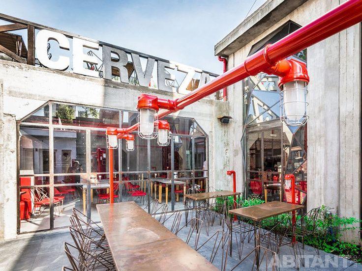 Пивной бар Capitán Central Cervecera. Индустриальная архитектура в духе аргентинского танго