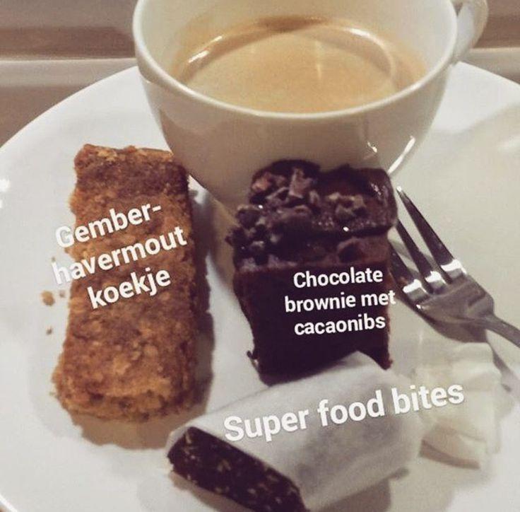 @etnsaladebar Zin in iets lekkers voor bij de koffie of thee? Vanaf morgen verkrijgbaar: Vegan brownies met pure chocola en cacaonibs, onze vegan gember-havermout koekjes en NIEUW: homemade superfood bites met o.a pompoen- en zonnebloempitten, sesamzaad, vijgen, dadels en lijnzaad 😍... heerlijk zacht Tot morgen! 😀  #etnsaladebar #saladebar #enschede #enschedecity #haverstraatpassage #salade #salad #soep #soup #smoothie #healthyeating