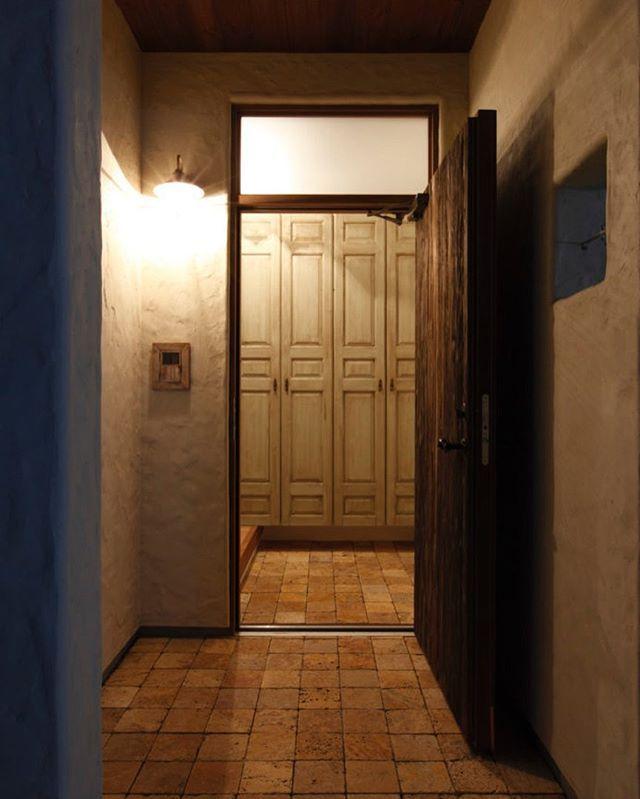 玄関開けたらホッとする 温かみのある色味の玄関収納 ラフェルム