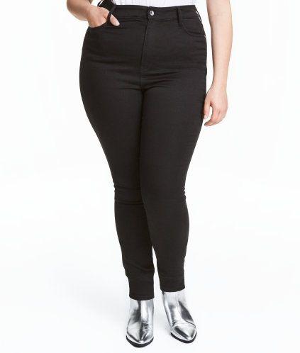 Svart denim. Ett par 5-ficksjeans i superstretchig, färgad denim. Jeansen har extra smala ben och hög midja.