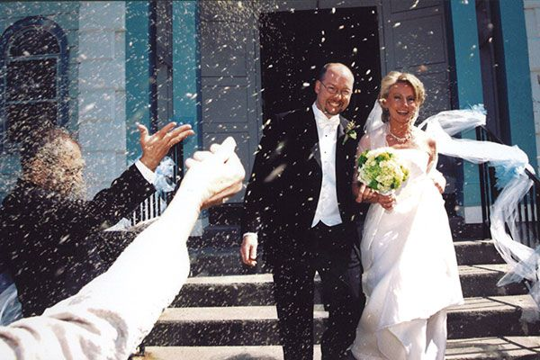 Couple S Wedding Ceremony And Reception Held At The Beach: Weddings Through The Ages: From The 1900s To Today