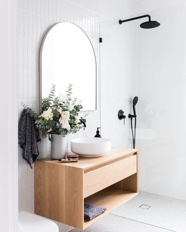 Minimalistisches, skandinavisches Luxusbad